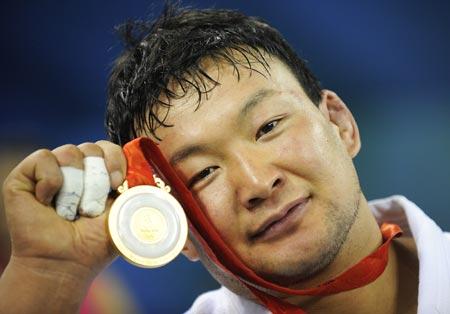 http://olimp-history.ru/files/Naidangiin_Tvshinbayar.jpg