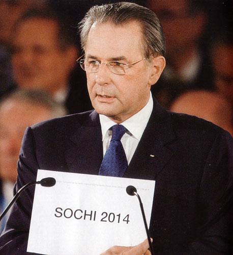 Жак Рогге демонстрирует имя города, победившего в борьбе за право проведения Игр 2014